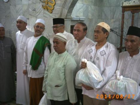 Pemberian Sembako Simbolis kepada 5 peserta